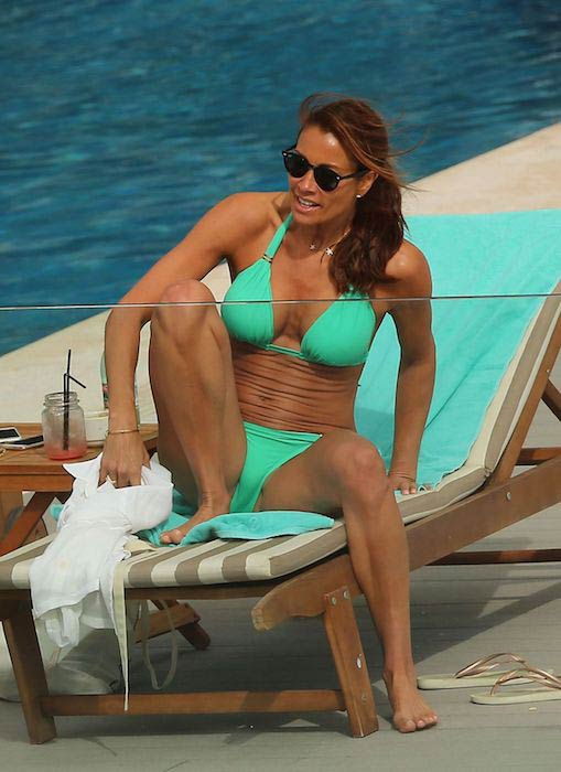 Melanie Sykes relaxing in sun in January 2017