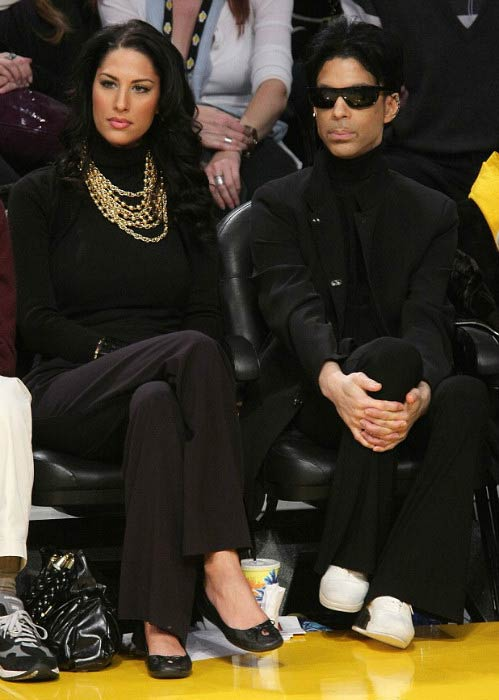 Prince and Bria Valente at the Los Angeles Lakers game in 2008