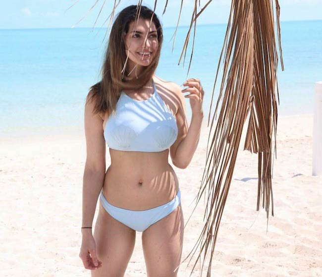 Rachel Levin on a vacation in March 2017 at Turks and Caicos Islands