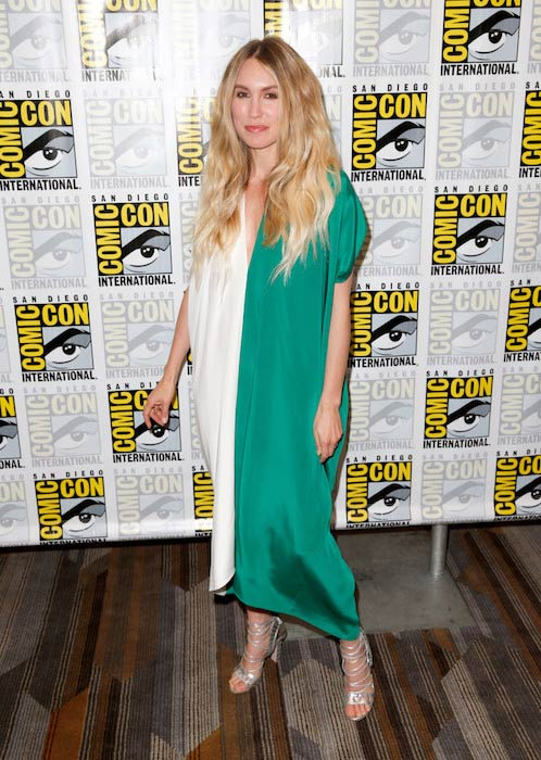 Sarah Carter at Comic-Con International San Diego 2015