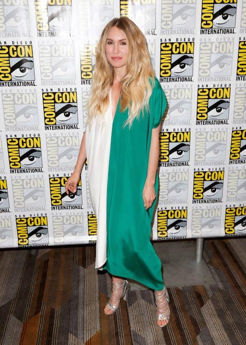 Sarah Carter at Comic-Con International San Diego 2015
