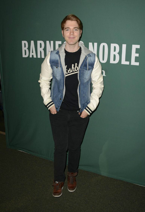 "Shane Dawson at the promotion of his book ""I Hate Myselfie"" in March 2015"