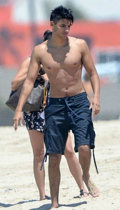 Siva Kaneswaran shirtless at the Venice Beach in Los Angeles in August 2014