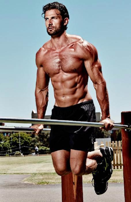 Tim Robards doing dips for chest and triceps