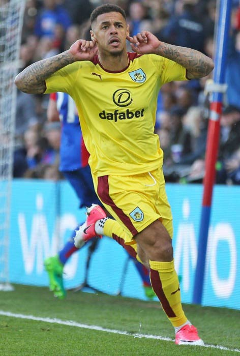 Andre Gray in an EPL match between Burnley and Crystal Palace in April 2017
