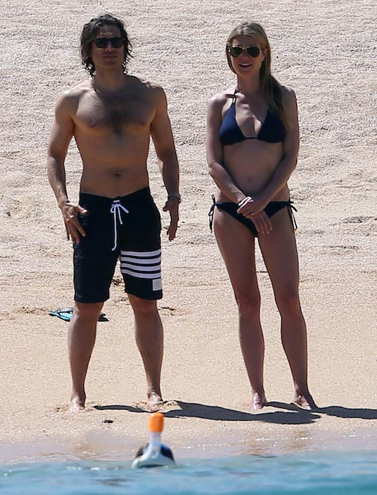 Gwyneth Paltrow in bikini in Mexico with boyfriend Brad Falchuk in April 2017