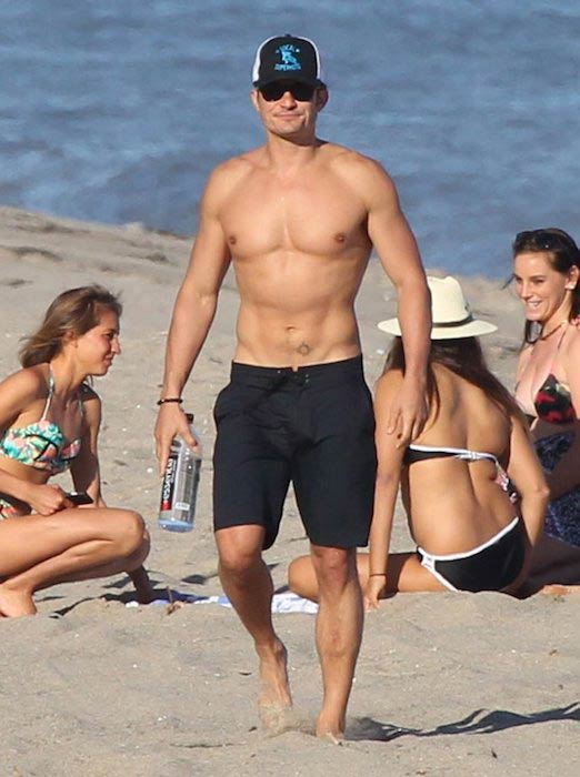 Orlando Bloom shirtless at Malibu beach in March 2017