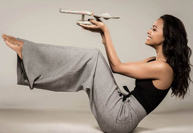 Zoe Saldana floor exercise for core