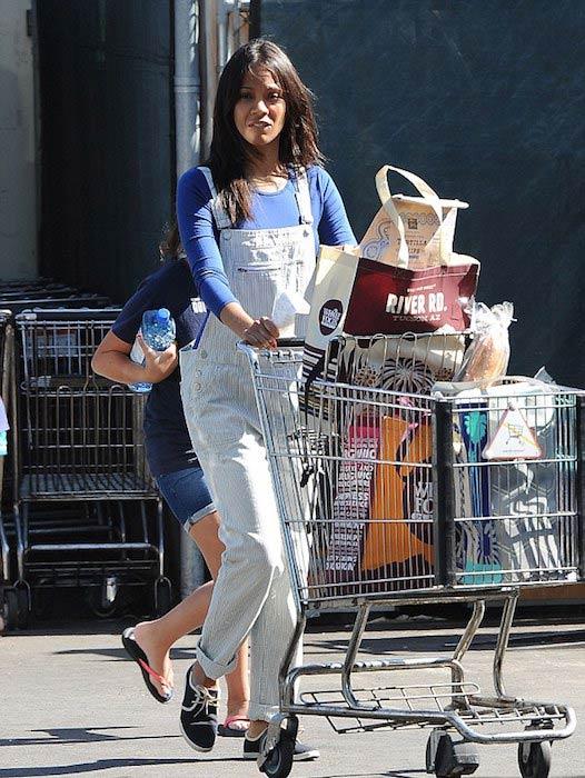 Zoe Saldana shopping supermarket for groceries