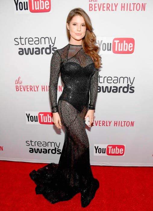 Amanda Cerny at the 6th Annual Streamy Awards in October 2016