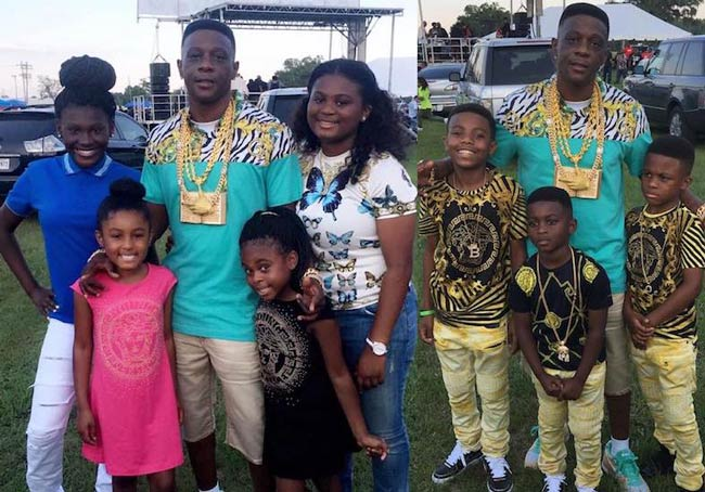 Boosie Badazz with his 4 daughters and 3 sons at an outdoor event in May 2016