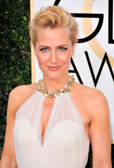 Gillian Anderson at 2017 Golden Globe Awards