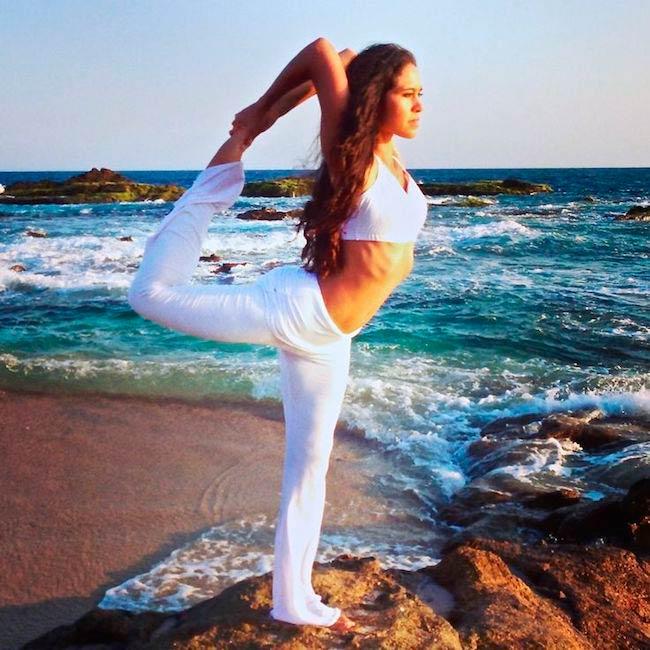 Kimberly Snyder beach yoga
