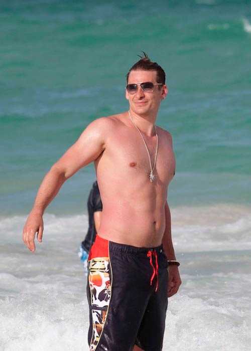 Lee Ryan chilling at the Miami Beach in Florida in 2013