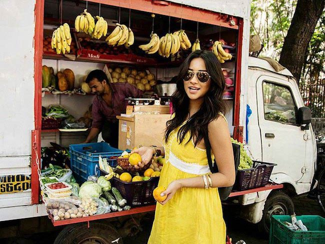 Shay Mitchell looking to buy some fruits