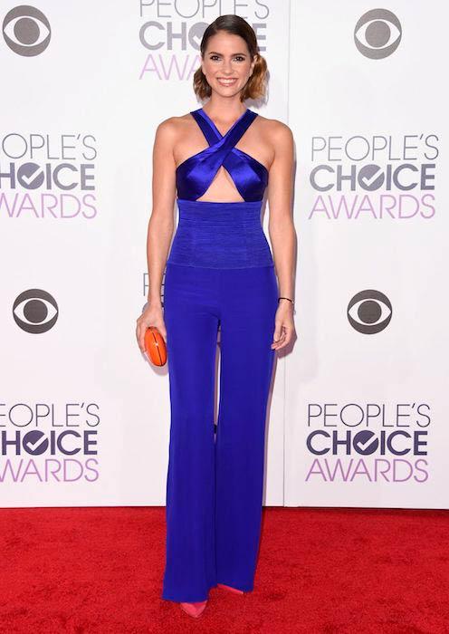 Shelley Hennig at 2016 People's Choice Awards