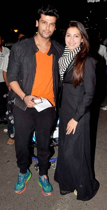 Gauhar Khan and Kushal Tandon at the Mumbai Airport in 2014