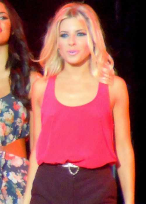 Mollie King Performing With The Saturdays In September 2011