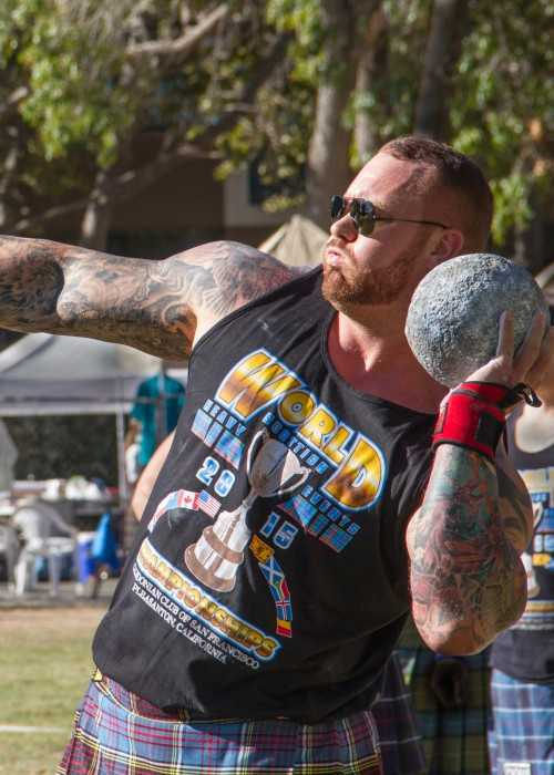 Hafþór Júlíus Björnsson putting the stone in California in 2015