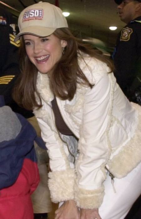 Kelly Preston at the USO holiday party in December 2005