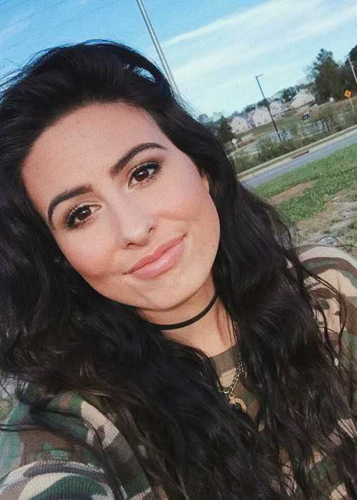 Lauren Cimorelli in an Instagram Selfie in November 2017