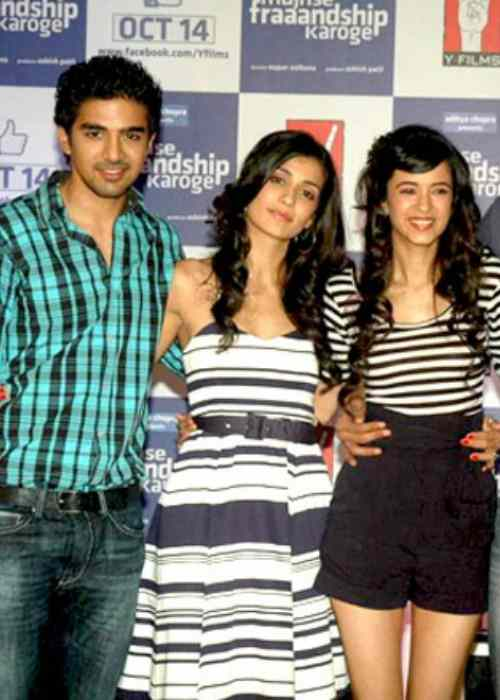 Saqib Saleem (Right) with the cast of Mujhse Fraandship Karoge in 2011