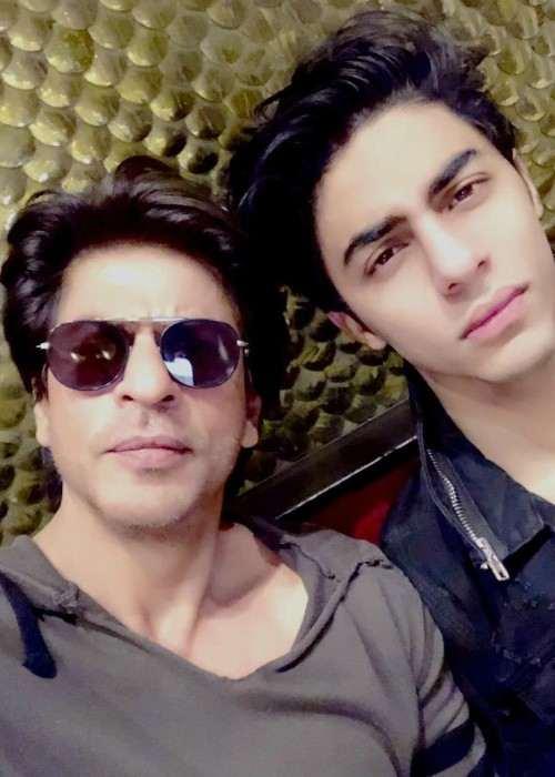 Aryan Khan and Shah Rukh Khan in an Instagram selfie as seen in January 2018