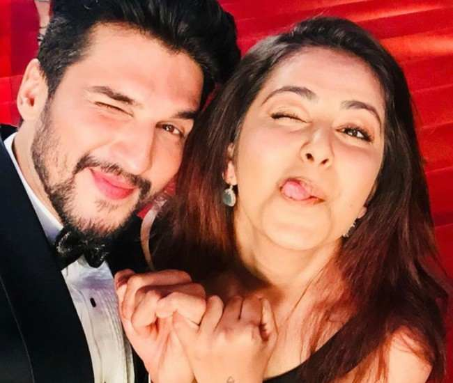 Avika Gor and Manish Raisinghan in an Instagram selfie in December 2017