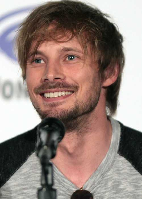Bradley James Speaking at the 2016 WonderCon in Los Angeles in California