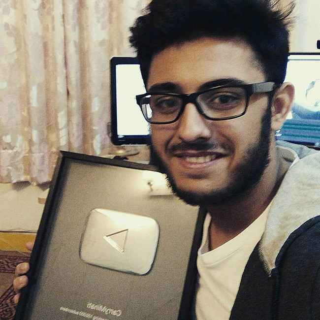 CarryMinati with his silver play button in November 2016