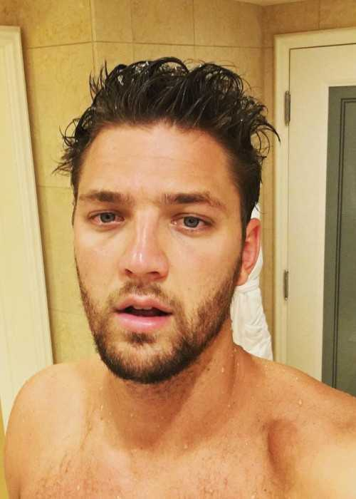 Chandler Parsons Appearing in a Shirtless Instagram Selfie in July 2016