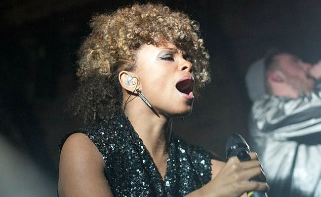 Fleur East performing with DJ Fresh at the Arches in November 2011