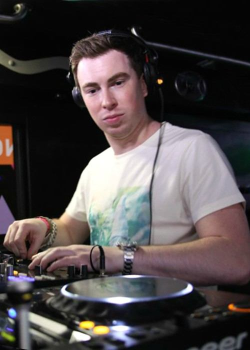 Hardwell performing at the MOX Revealed bus party in Miami in March 2013