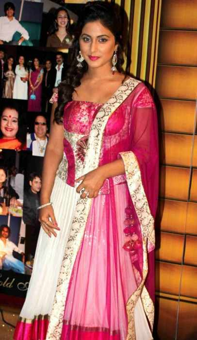Hina Khan at the 5th Boroplus Gold Awards in July 2012