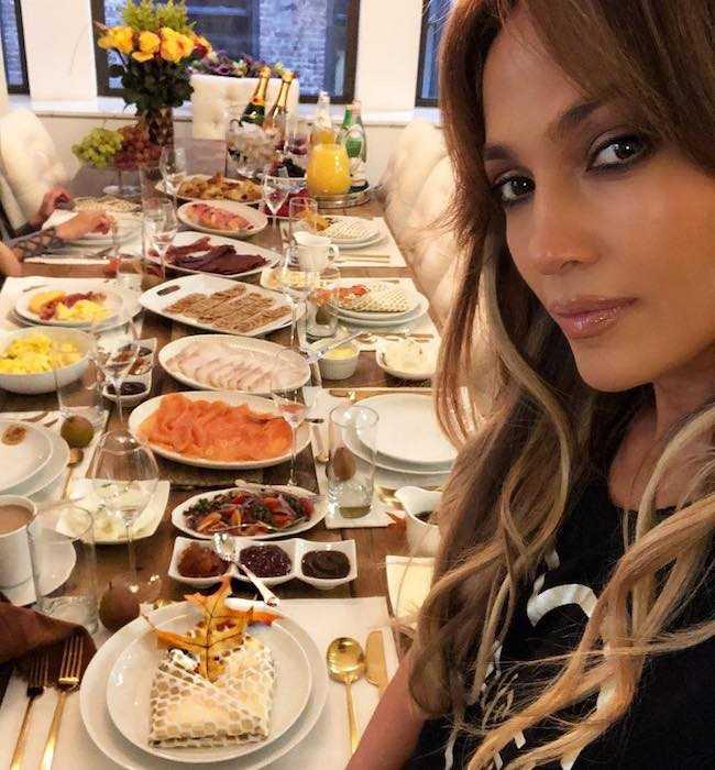 Jennifer Lopez showing the Sunday brunch table in November 2017