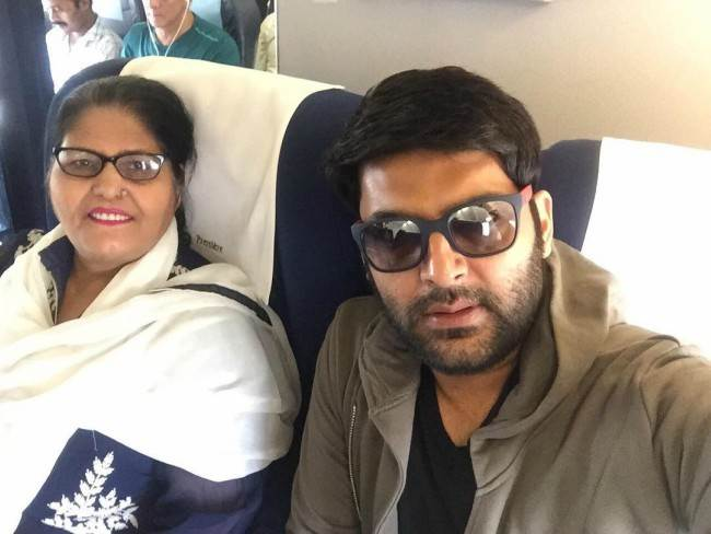 Kapil Sharma in a selfie with his mother in March 2017