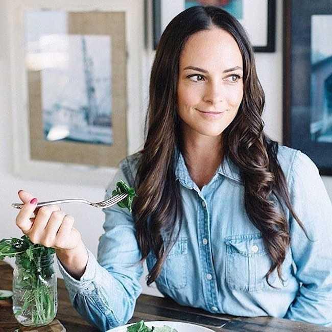 Kelly LeVeque having greens