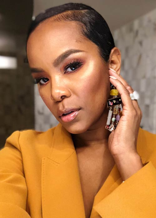 LeToya Luckett showing her makeup done by David Rodriguez in March 2018
