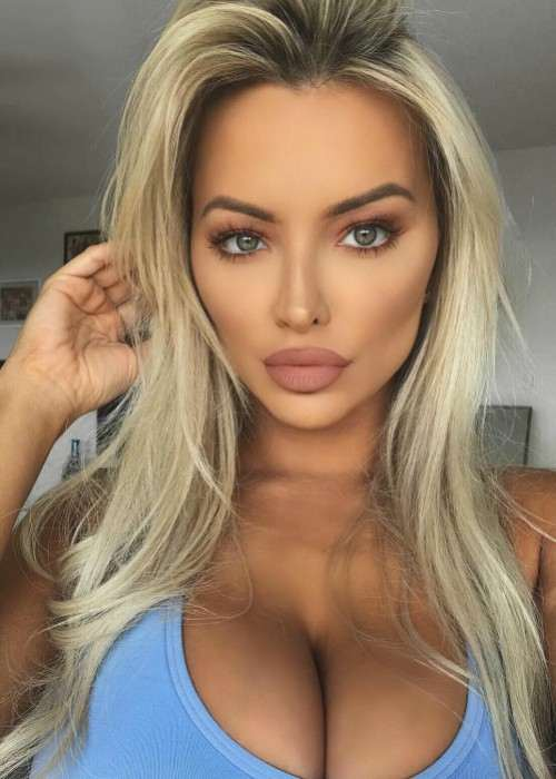 Lindsey Pelas as seen in December 2017