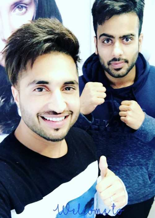 Mankirt Aulakh (Right) and Jassie Gill in an Instagram selfie in December 2017