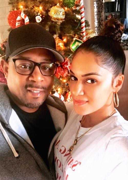 Martin Lawrence and Roberta Moradfar in an Instagram selfie in December 2017