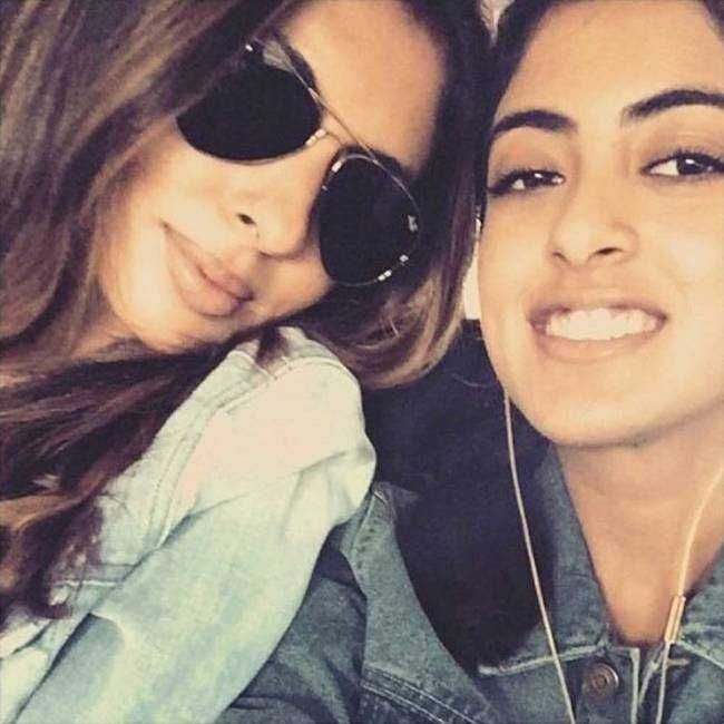 Navya Naveli Nanda with her mother Shweta Bachchan