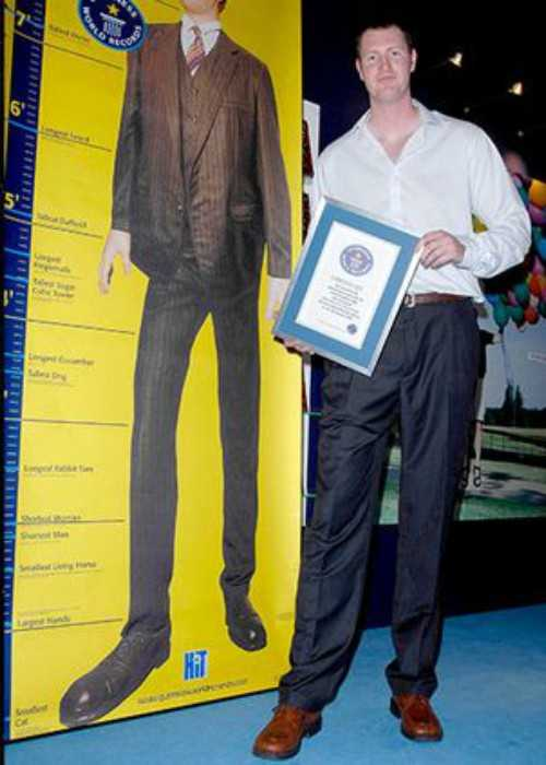 Neil Fingleton with his Guinness World Record Certificate in 2007