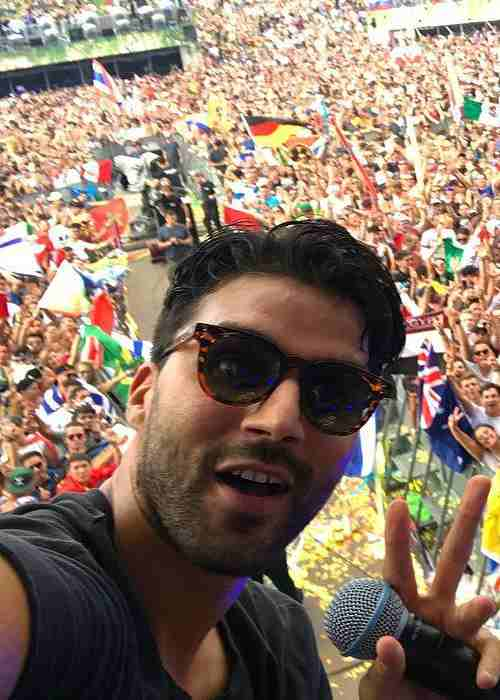 R3hab in a selfie while performing in Tomorrowland in July 2017
