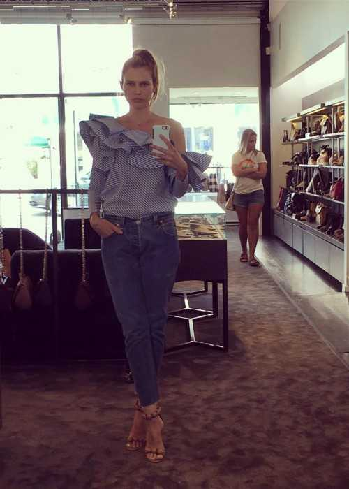 Sara Foster in a Full-Length Selfie in October 2016