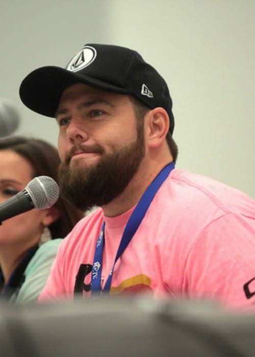 Shay Carl speaking at the 2014 VidCon