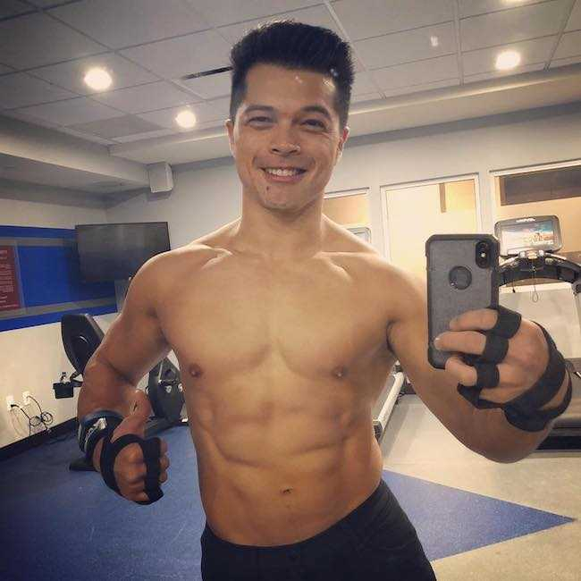 Vincent Rodriguez III post workout gym selfie in December 2017