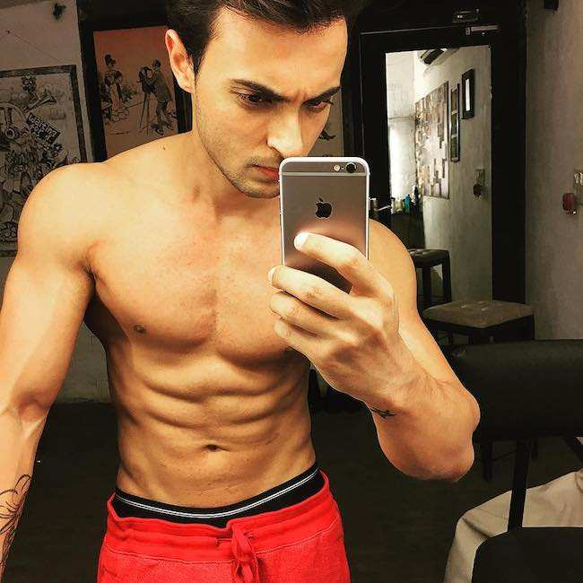 Aayush Sharma shirtless body as seen in April 2016