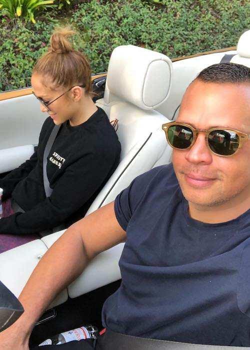 Alex Rodriguez and Jennifer Lopez in a December 2017 car selfie