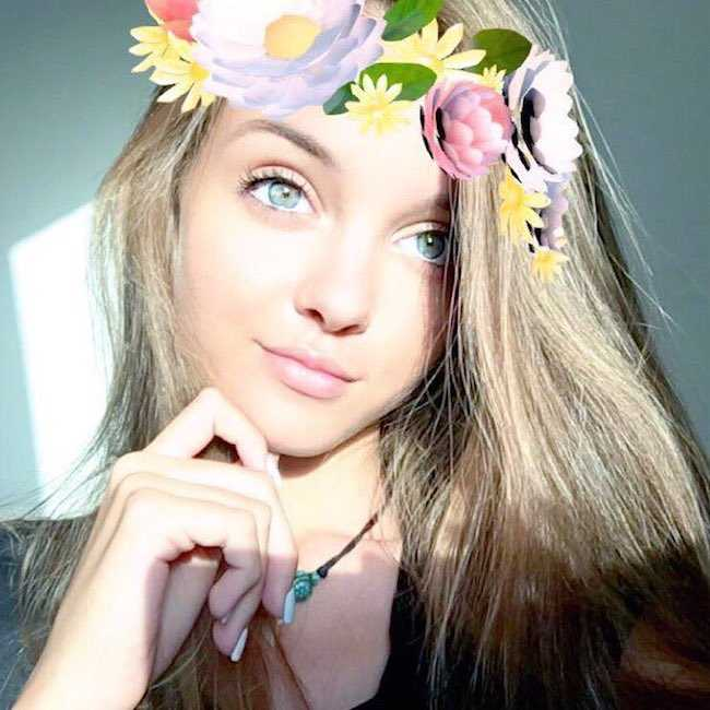 Anna Zak smiling in a selfie in November 2016